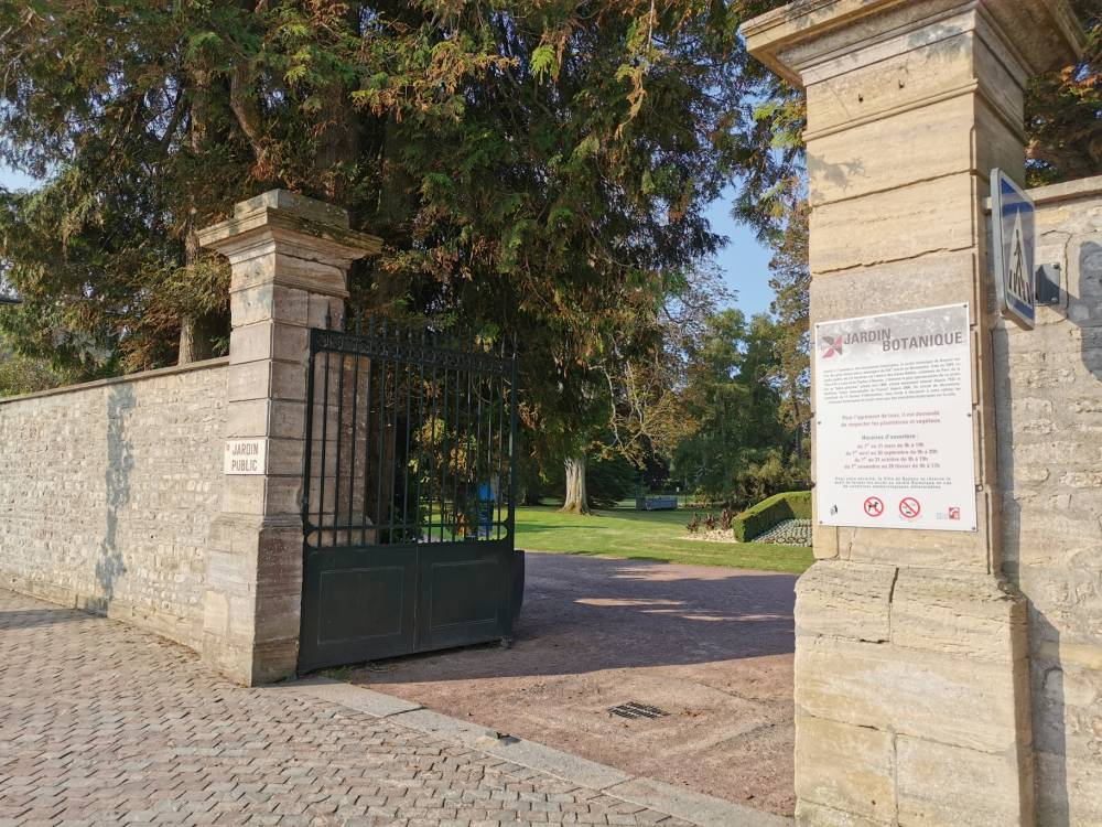 Jardin public de bayeux bayeux 14400 calvados for Entretien jardin bayeux