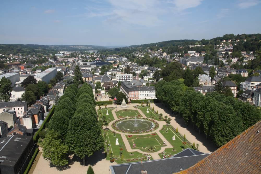 Ce parc est l ancien parterre des jardins de l ev que qui for Jardin jardinier normandie