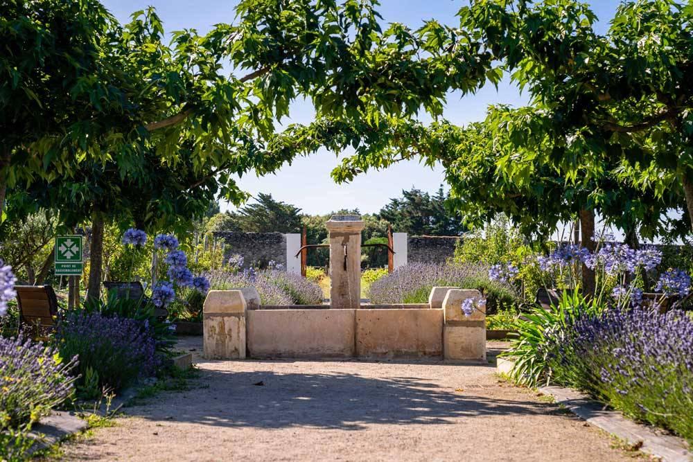 Les jardins de l 39 auberge la fontaine aux bretons photo 0 for Auberge le jardin de la source