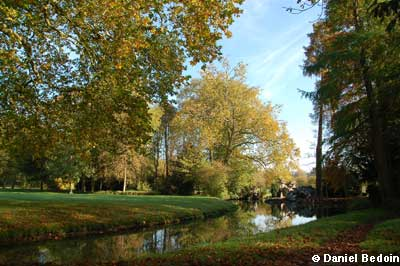 Der Park des Schlosses von Chantilly photo 2
