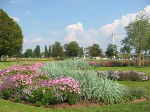 Le jardin des deux rives oeuvre du paysagiste allemand for Paysagiste bas rhin