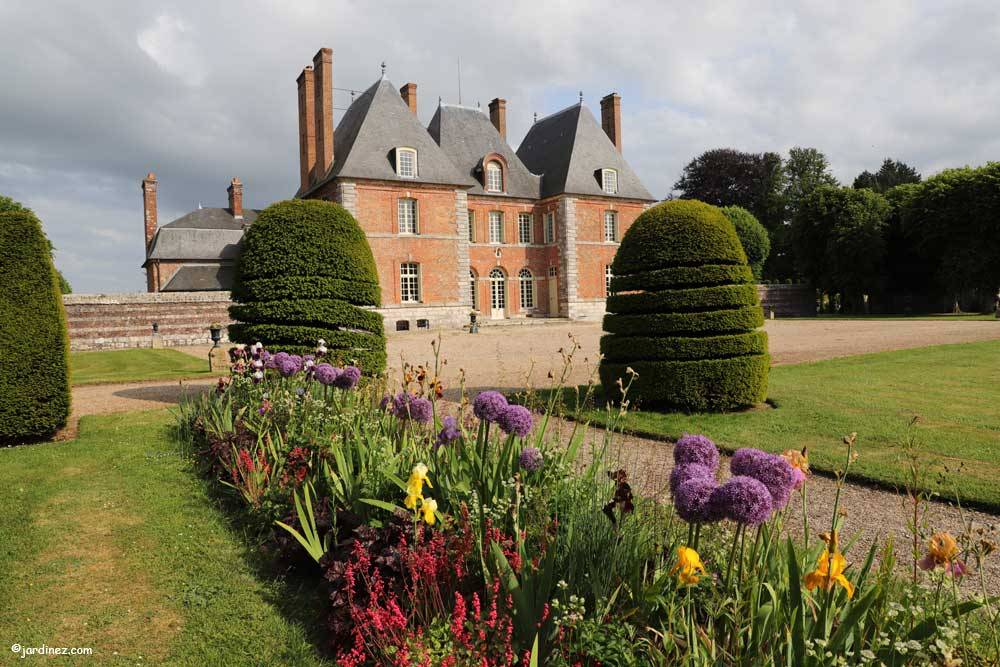 Rose Garden and vegetable Of Mesnil Geoffroy Castle photo 2