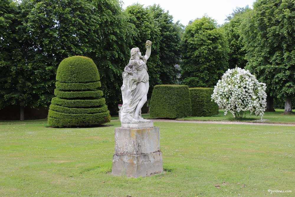 Rose Garden and vegetable Of Mesnil Geoffroy Castle photo 6